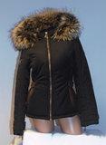 Zwarte jas met capuchon_